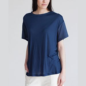 Here your fastest online shopping site for Organic cotton tops. Wide range of new and latest women apparel tops tunics available online on Ecozaar. It features short sleeves and a rounded neckline with an equally lightweight organic cotton voile sleeve. Perfect over a cami or styled with a capri pant. Get it now on Ecozaar:http://ecozaar.com/beaumont-peony-bamboo-and-organic-cotton-top.html