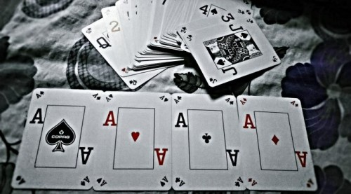 ace-black-and-white-cards-237857-min-672x372.jpg