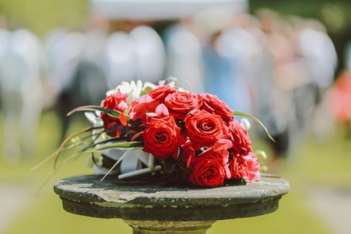 Acquiring-Cheap-and-Durable-Wooden-Wedding-Flowers.jpg