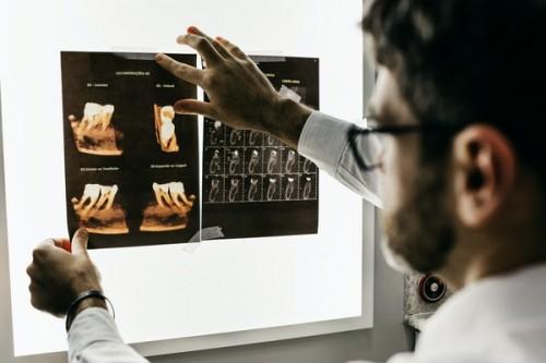Comparison-Between-Online-Periodontics-and-Restorative-Dentistry-Courses.jpg