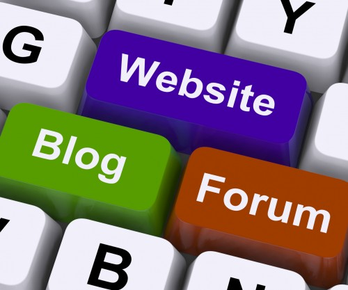 website-blog-and-forum-keys-show-internet-or-www.jpg